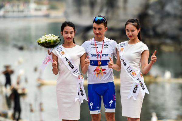 Fin octobre, Julian Alaphilippe a conclu sa saison en obtenant le maillot du meilleur jeune du Tour du Guangxi (Chine), dont c'était la première édition.