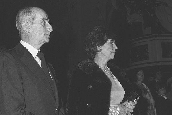 Louis et Jeanne de Funès lors du mariage d'Olivier de Funès à Paris en 1977.