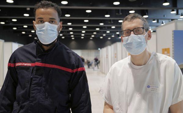 Les médecins et infirmiers du service départemental d'incendie et de secours ont assuré la préparation des doses et la vaccination au centre Prouvé de Nancy.