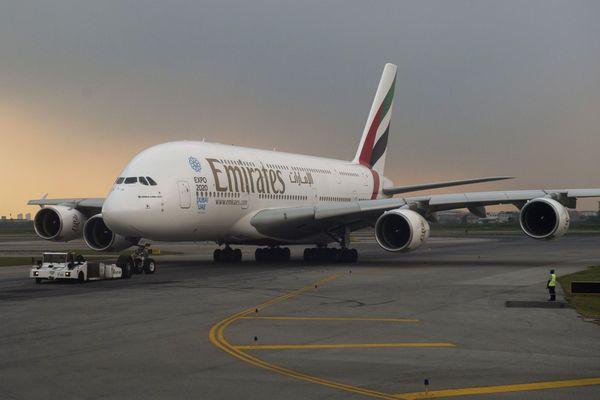 L'Airbus A380 de la compagnie Emirates sur la piste de l'aéroport de Bangkok (Archives)