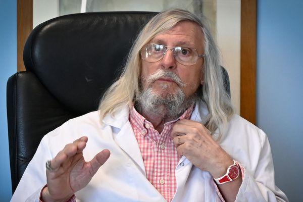 Le Pr. Raoult, directeur de l'Institut hospitalo-universitaire (IHU) à Marseille.