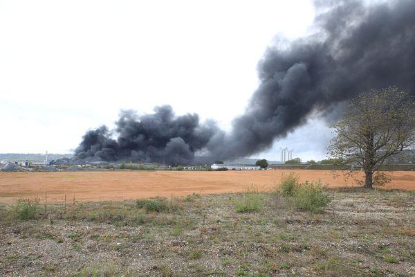 Les fumées de l'incendie de l'usine de Lubrizol ont survolé les terres agricoles à plusieurs kilomètres de distance.