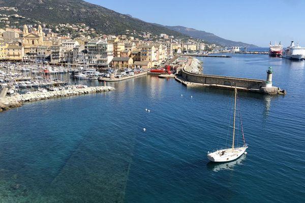 ILLUSTRATION. L'avant port de Bastia.