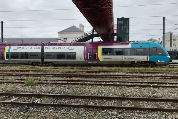 Train en gare de La Roche-sur-Yon