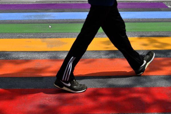 Difficile de franchir le cap du coming out en entreprise pour les jeunes diplômés LGBT+