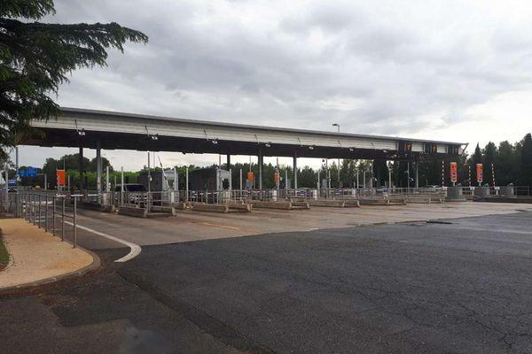 Trois individus ont été interpellés au péage de Remoulins situé dans le Gard, dimanche 9 mai dans la soirée.