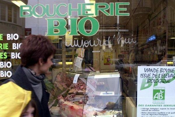 La viande bio contient moins de graisses saturées qui augmentent le risque de maladies cardiovasculaires, selon une étude publiée dans le British Journal of nutrition mardi 16 février 2016.