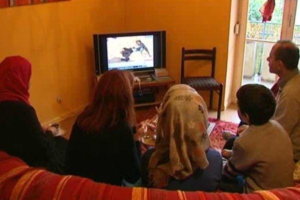 La famille suit l'actualité syrienne sur Al Jazeera