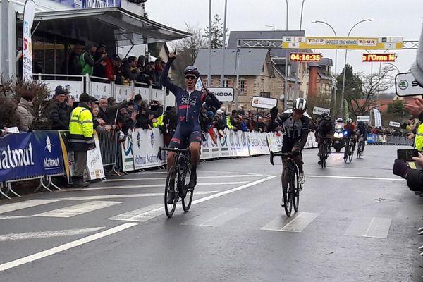 Le coureur néerlandais Julius Van Den Berg a remporté ce vendredi la cinquième étape du Tour de Normandie 2018