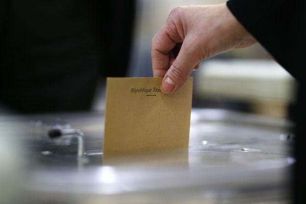 Vote lors du second tour de l'élection présidentielle, le 7 mai 2017
