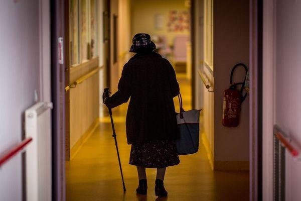 Louisette, 92 ans, n'a pas survécu à l'épidémie de coronavirus COVID 19. Elle est morte dimanche 29 mars à l'EHPAD Louis-Pasteur de Lempdes, près de Clermont-Ferrand. Image d'illustration.