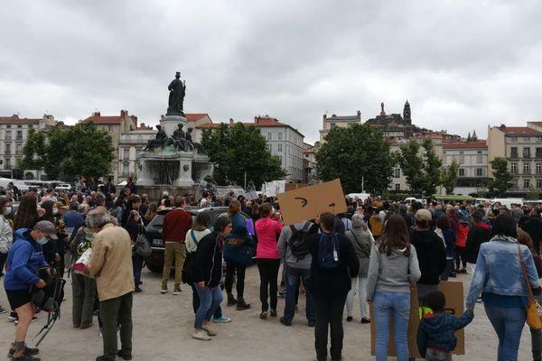 Environ 300 manifestants étaient au Puy-en-Velay ce samedi 17 juillet pour s'indigner contre la mise en place du pass sanitaire.