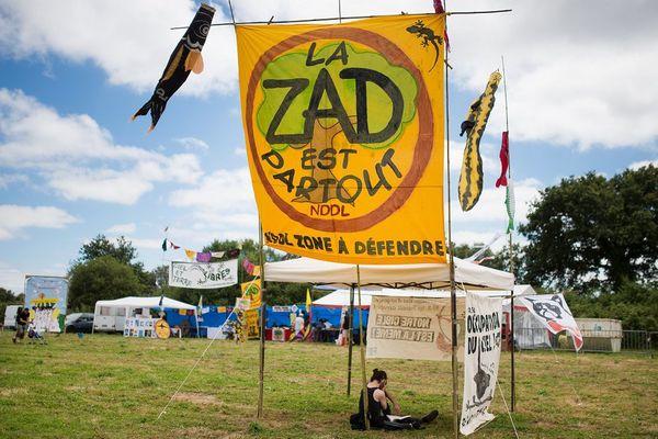 La ZAD, zone à défendre de Notre-Dame-des-Landes, le 9 juillet 2016, 15 jours après le référendum qui donnait 55,17% de voix en faveur du projet d'aéroport