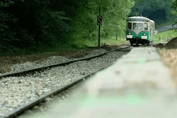 Le train touristique de la Vallée du Loir à Thoré-la-Rochette (Loir-et-Cher)