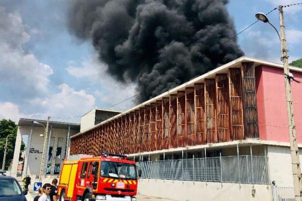 Le lycée Alphonse Beau de Rochas en feu à Digne-les-Bains