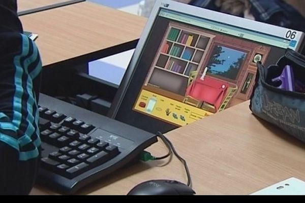 Les élèves de JP Gallerand apprennent devant leur ordinateur