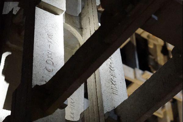 Chaque voûte est numérotée en chiffres romains pour faciliter l'assemblage