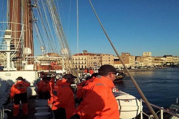 Sète (Hérault) - les marins du voilier espagnol Juan Sebastian de Elcano sur le pont- 31 janvier 2014