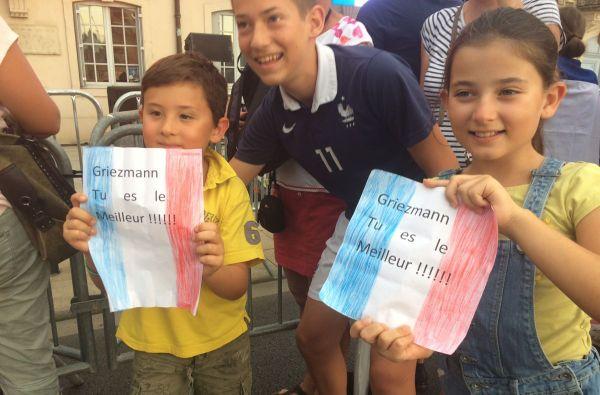 Des fans de tous âge d'Antoine Griezmann ont fait le déplacement