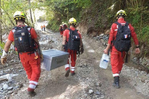 Les bénévoles du G.I.P.S ont transporté des vivres dans les zones difficiles d'accès et dégagé plusieurs logements.