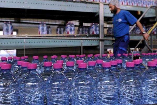 Nestlé waters : chaîne de production des bouteilles Contrex.