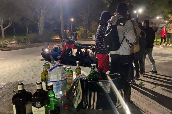 Le jeudi soir sur le campus de Luminy à Marseille, c'est la fête.