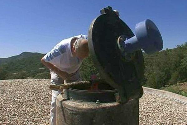 Cabrières (Hérault) - le réservoir d'eau est quasi à sec et l'eau du robinet n'est plus potable - 17 juillet 2014.