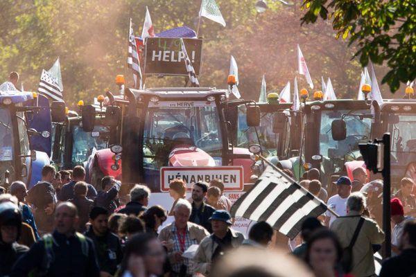 Des agriculteurs manifestent à Paris, le 4 septembre 2015