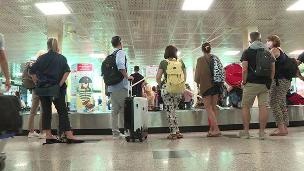 Les touristes ont repris leurs quartiers au sein de l'aéroport d'Ajaccio, ce samedi 3 juillet.