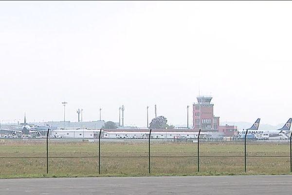 Les deux bombes découvertes sur le site de Novaparc sont situées à proximité des pistes de l'aéroport de Beauvais Tillé.