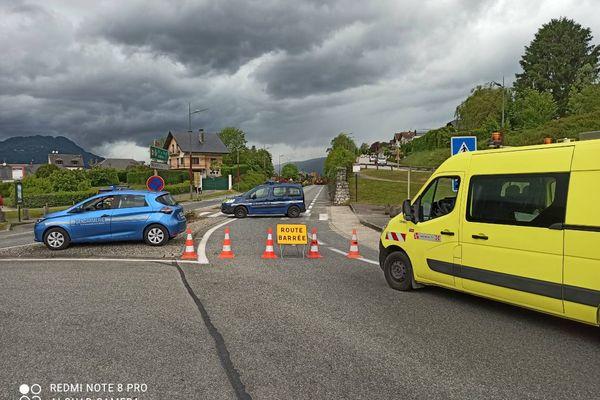 La route longeant le lac du Bourget est restée fermée près de 24 heures, suite à un éboulement.