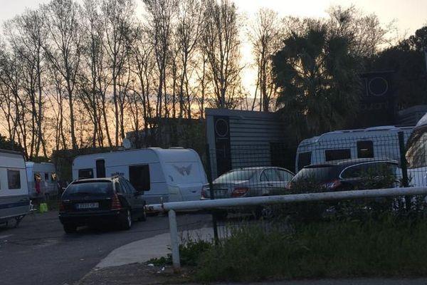 Montpellier - des caravanes sur le parking d'un restaurant - 30 mars 2020.