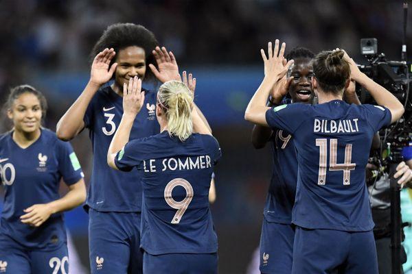Les joueuses de l'équipe de France de football après leur match contre la Norvège, en 2019