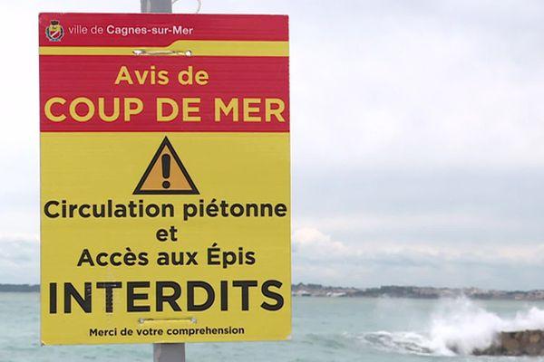 """Face aux """"vagues-submersion"""", la mairie de Cagnes-sur-Mer a interdit la circulation piétonne sur la Promenade de la Plage."""