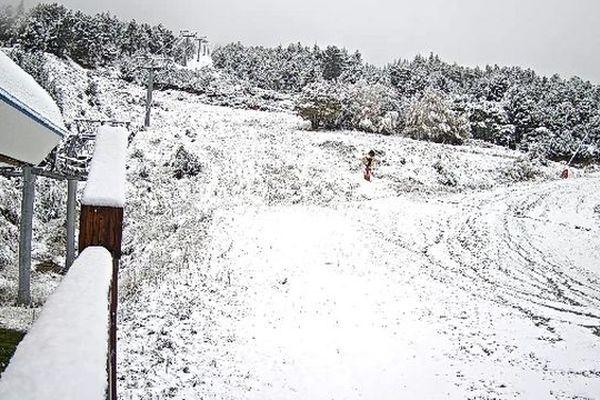 Premiers flocons sur les stations des Pyrénées-Orientales. L'hiver arrive dans les stations de ski des Pyrénées. Les premières images.