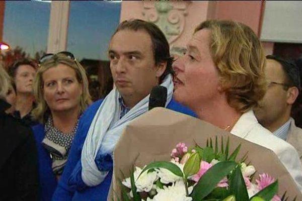 Stéphanie Ducret redevient maire. A sa droite, le maire de Roubaix.