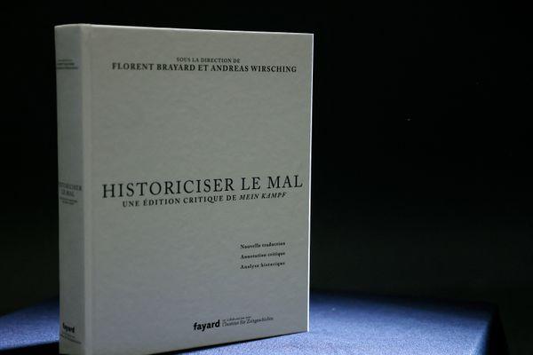 L'édition critique de Mein Kampf parue aux éditions Fayard le 2 juin 2021