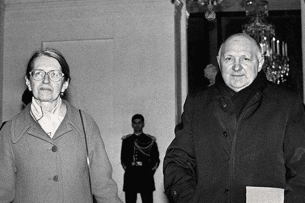 Joseph Wresinski, fondateur d'ATD Quart Monde, aux côtés de Geneviève de Gaulle Anthonioz
