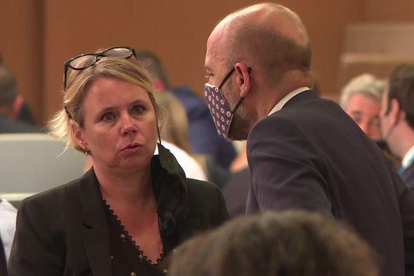 Jean-François Debat (PS) en conversation avec Cécile Cukiermann (PCF LFI)