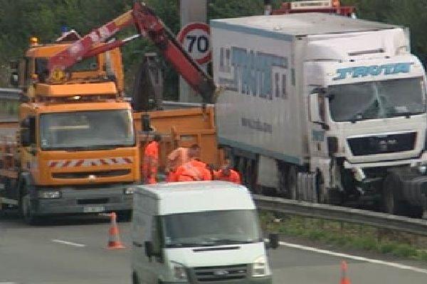 Relèvement du camion sur l'A20, occasionnant un bouchon-30/07/2013