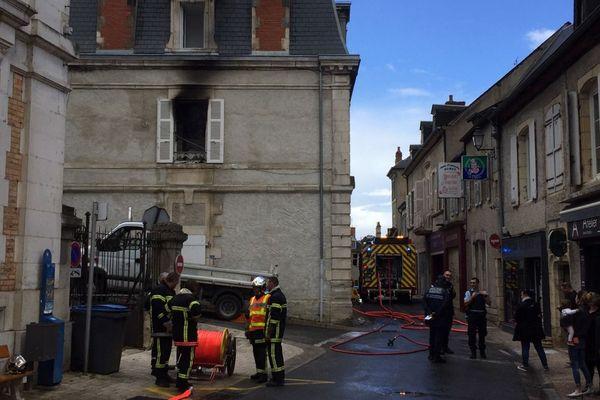 Un incendie s'est déclaré au centre-ville de Decize, dans la Nièvre, mardi 28 mai 2019.