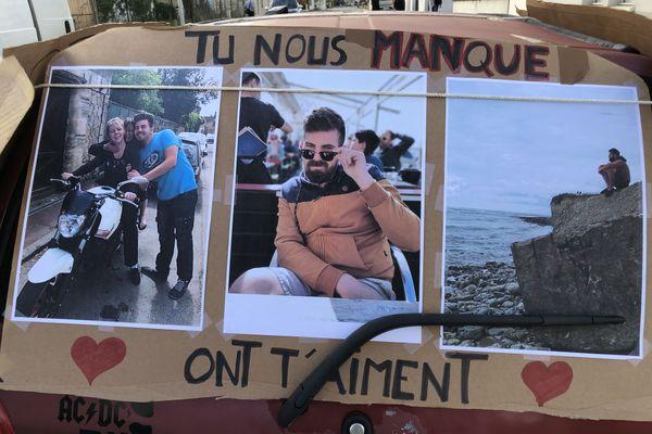 Les amis de Steven ont organisé ce jeudi 19 novembre une marche blanche à Villenave d'Ornon. Le jeune homme est décédé dans un accident du travail en septembre 2020 à Bordeaux.