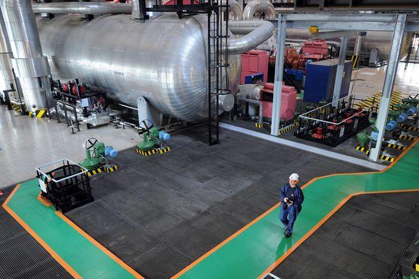Salle des machines de la tranche 1 de la centrale nucleaire EDF de Flamanville dans la Manche en mars 2011