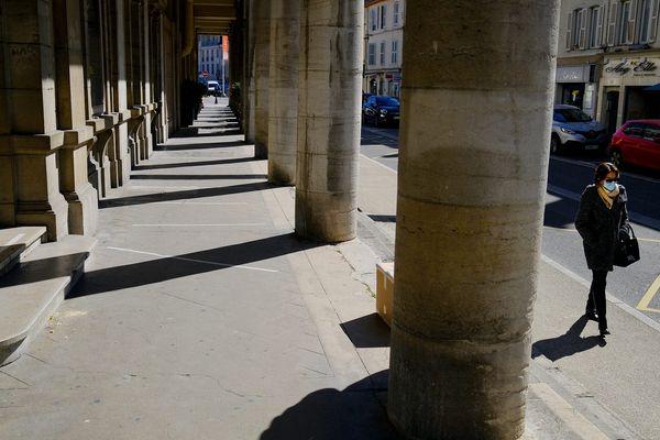 Quand est-ce que les rues du centre-ville de Lons-le-Saunier ne seront plus quasi-vides de passants ?