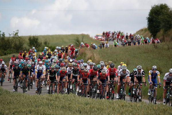 Le peloton des coureurs en action lors de la 3ème étape de la 104e édition du Tour de France cycliste entre Verviers et Longwy, le 3 juillet 2017.