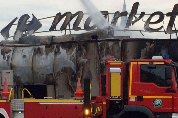 Le 12 octobre 2018, au lendemain de l'accident, les pompiers sont toujours surplace pour sécuriser les lieux.