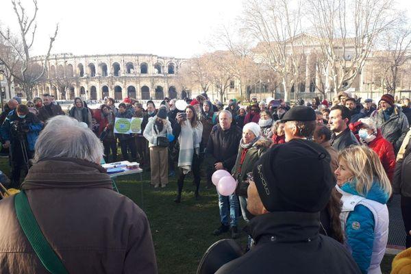 150 personnes se sont rassemblées à Nîmes pour protester contre le port du masque à l'école
