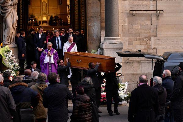 Les obsèques de Nicolas Chauvin, mercredi 19 décembre, à l'église Notre-Dame d'Auteuil, dans le 16e arrondissement de Paris