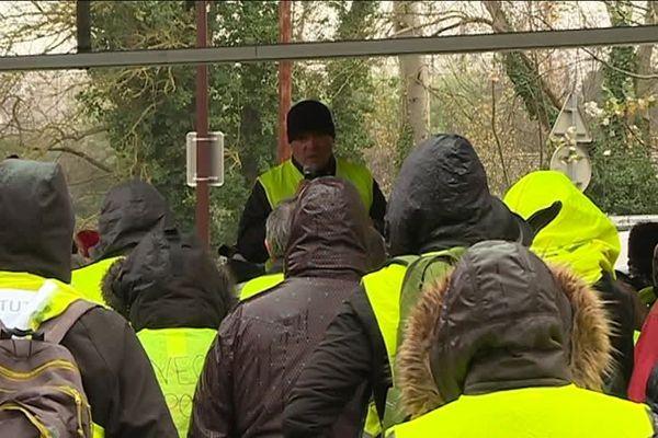 Première Assemblée Générale des Gilets Jaunes de Toulouse sur le parking du lac de Sesquières, le dimanche 9 décembre.