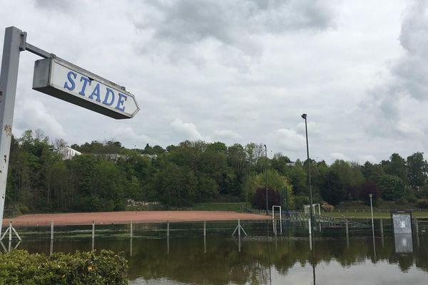 Le stade de foot municipal de Meulan-en-Yvelines noyé sous l'eau (potable) après la montée d'une nappe phréatique.